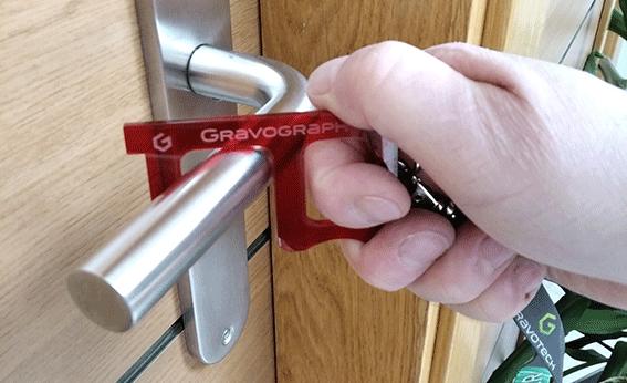 Para abrir puertas y pulsar botones o interruptores sin contacto