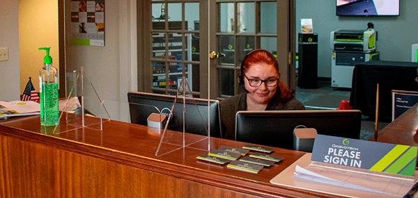Mamparas de protección para oficinas y edificios públicos