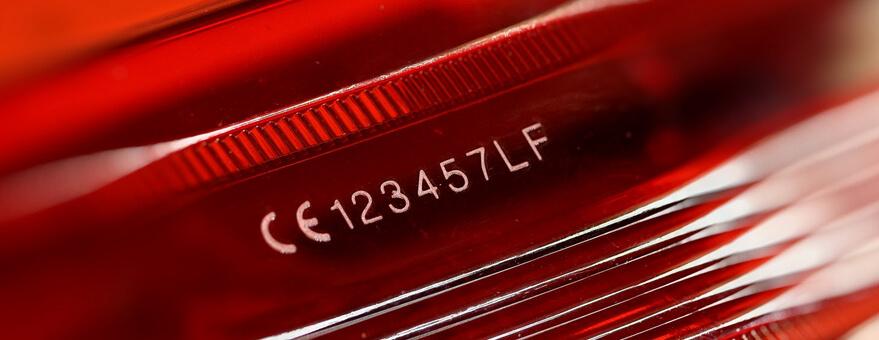 Marcaje de piezas plásticas en la industria del automóvil